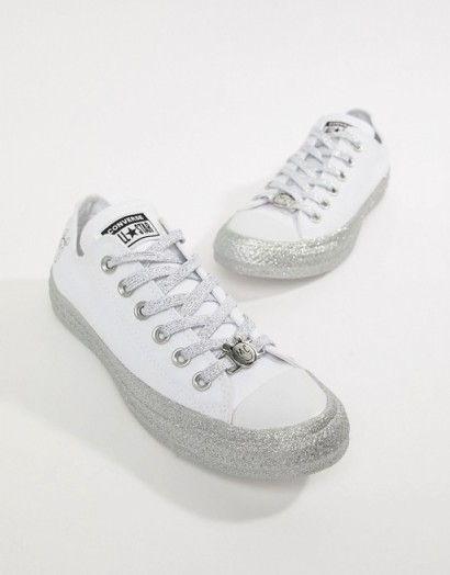 Converse X Miley Cyrus Chuck Taylor All Star Low Trainers White And Silver Glitter – sneakers
