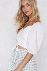 NASTY GAL Last Minute Ruche Top in white | puffed sleeved summer blouse