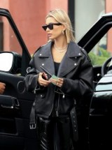 Haily Baldwin looking perfectly polished in this black leather look | models off duty outfits
