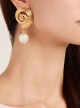 OSCAR DE LA RENTA Shell and faux-pearl earrings ~ statement drop earrings ~ sea inspired jewellery