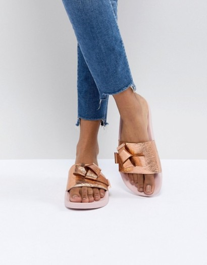 Ted Baker Melvah Rose Gold Leather Bow Slider – slides – metallic – summer flats – footbed