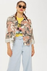 TOPSHOP Camouflage Raw Hem Shacket – lightweight camo jackets