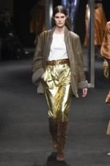 Model Lucia Lopez wears metallic gold trousers and brown suede boots at the Alberta Ferretti Fall 2018 RTW show – Autumn outfits