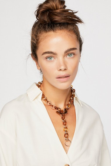 FREE PEOPLE Linked In Resin Collar in Tort/Gold / statement accessory