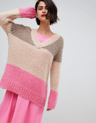 2NDDAY chunky v-neck jumper in colourblock – slouchy pink sweater