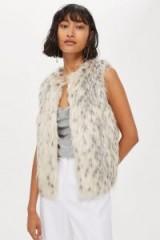 TOPSHOP Snow Leopard Gilet – faux fur animal prints