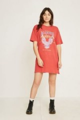 Majors Oversized Band T-Shirt in Red – longline graphic print tee