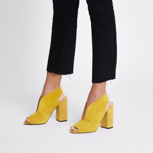 River Island Yellow suede curve vamp block heel shoe boots – chunky slingback shoes