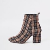 River Island Beige check print square toe block heel boots – chunky heeled ankle boot