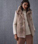 Reiss FAY FAUX FUR GILET NEUTRAL / fluffy sleeveless jackets