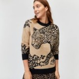 WAREHOUSE – LEOPARD PLACEMENT COSY JUMPER IN BEIGE – animal print knitwear
