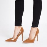 River Island Brown chestnut patent court shoes – shiny high heeled courts