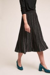 Suncoo Jupe Metallic-Pleated Midi Skirt in Black / shiny pleats