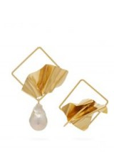 ROKSANDA Mismatched sculptural baroque-pearl earrings