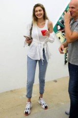 Gigi Hadid's light blue cropped jeans worn at the Art Exhibition of Los Angeles based artist Austyn Weiner – JORDACHE Slim Straight Jeans, 24 November 2018 | models off duty casual style