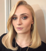 Sophie Turner's sleek vintage style hair do