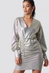 Hannalicious x NA-KD Draped Short Metallic Dress Silver | party glamour