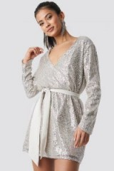 Hannalicious x NA-KD Oversized Tied Waist Sequin Dress Silver