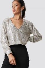 Hannalicious x NA-KD Oversized Wide Neck Sequin Blouse Silver | party glamour