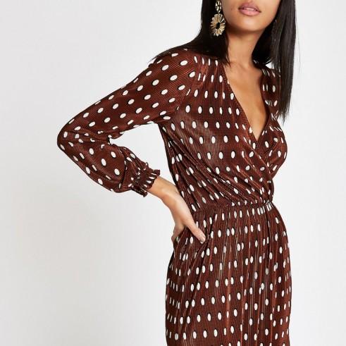 RIVER ISLAND Brown spot plisse wrap tea dress – chic day wear