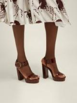 CHLOÉ Crocodile-effect brown leather platform sandals ~ summer retro platforms