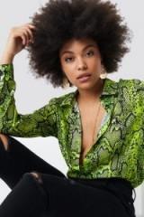 NA-KD Print Button Up Blouse Green | snake prints