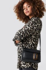 NA-KD Tortoise Buckle Bag Black | small chic shoulder bags