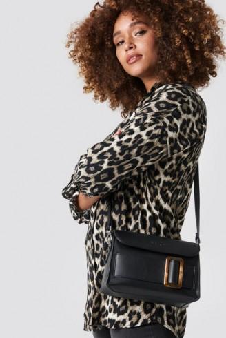 NA-KD Tortoise Buckle Bag Black | small chic shoulder bags