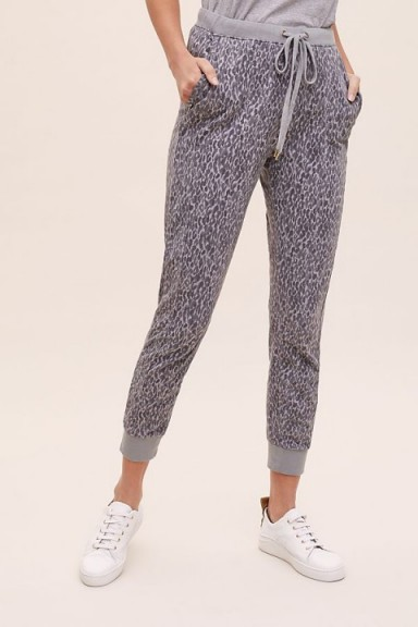 ANTHROPOLOGIE Devy Joggers in Dark Grey. ANIMAL PRINT JOGGING BOTTOMS