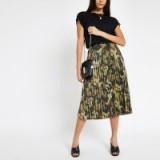RIVER ISLAND Khaki camo print pleated skirt – camouflage prints