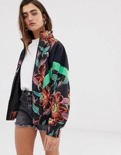 Levi's Reese windbreaker in tropical print in lineartropical cavia – logo printed jacket