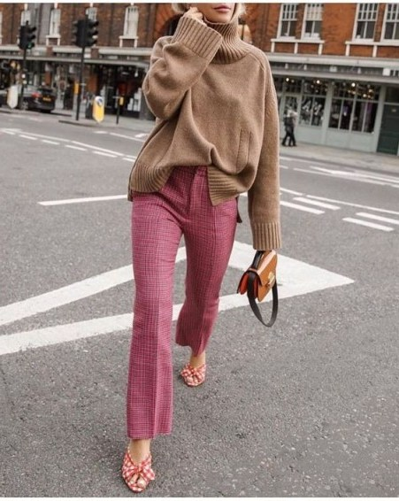 This oversized camel sweater with pink checked trousers and red gingham mules make a great stylish look / effortless street style outfits - flipped