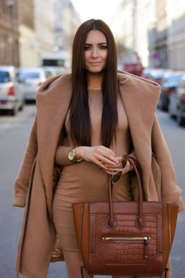 Street style chic in camel colours…jersey bodycon dress, classic camel coat draped over shoulders & tan leather tote bag. Outfit inspiration | stylish day outfits - flipped
