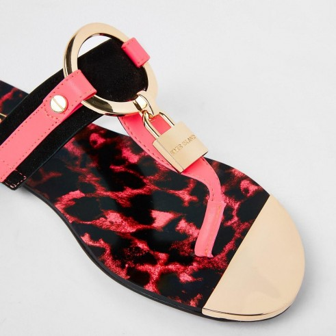 RIVER ISLAND Bright pink padlock flat sandal / summer flats