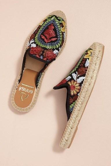 Kanna Embroidered-Raffia Slip-on Espadrilles in Black / flat floral mules - flipped