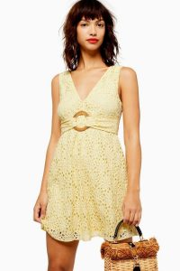 TOPSHOP Daisy Lace Flippy Dress in Yellow – sleeveless summer mini