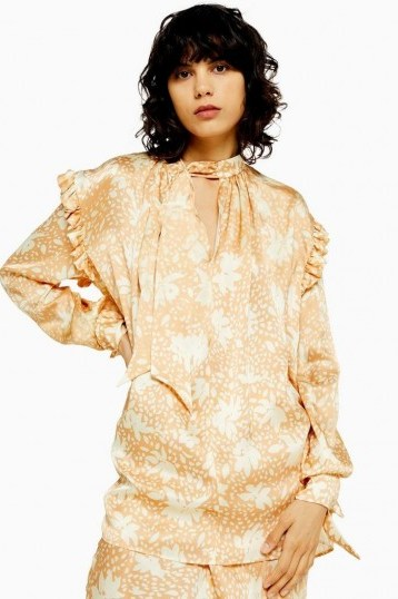 TOPSHOP Boutique Blur Floral Blouse in Peach / romantic frill trimmed fashion - flipped