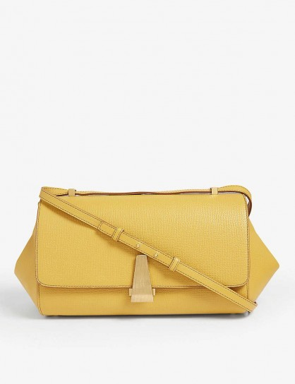 BOTTEGA VENETA Curve clasp leather top handle bag in butterscotch