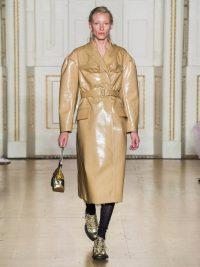 SIMONE ROCHA Double-breasted laminated wool-blend coat in camel / shiny coats