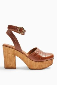 TOPSHOP GABBY Tan Closed Clogs in Tan / 70s style platforms / retro shoes