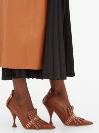 BURBERRY Goodall studded brown leather pumps / stylish fringed courts