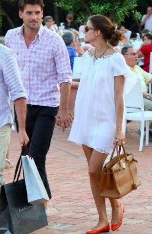 Olivia Palermo's effortless summer style…floaty white shift dress and bright red ballet flats. - flipped