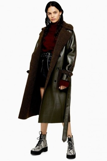 TOPSHOP IDOL Reversible Borg Coat in Khaki / dark-green belted winter coats - flipped