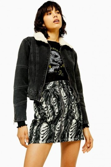TOPSHOP IDOL Washed Black Borg Lined Denim Jacket - flipped