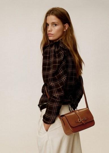MANGO Stirrup leather bag medium brown – REF. 57015932-RAQUEL-LM - flipped