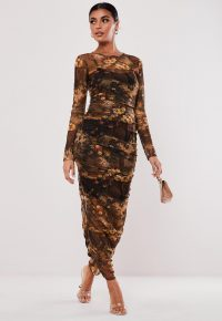 MISSGUIDED brown dark floral print ruched mesh maxi dress – long evening bodycon
