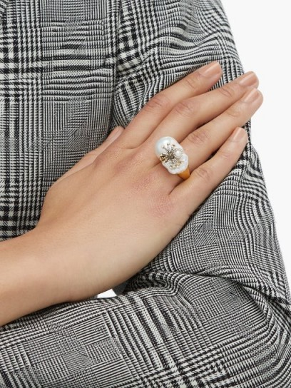 ALEXANDER MCQUEEN Spider Baroque-pearl ring / large natural pearls