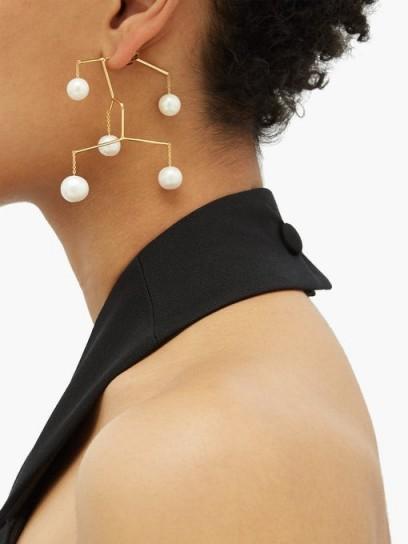 ANISSA KERMICHE X Regina Pyo Kinetic Perle drop earrings