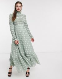 DREAM Sister Jane maxi dress with frill neck in shirred floral in sage green – 70s romantic style fashion