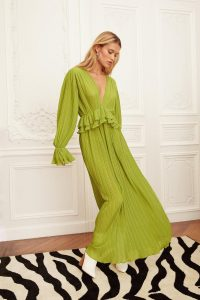 NASTY GAL Frill in Love V-Neck Maxi Dress in Green – Chloe.lecareux fashion – celebrity clothing